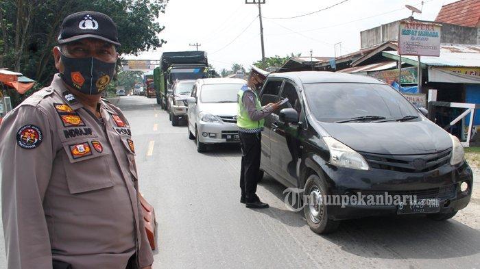 FOTO : Penyekatan Arus Mudik di Jalan Lintas Timur Riau - sekat-tenayan-2.jpg