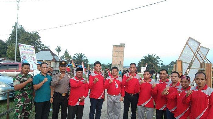 Minta Junjung Tinggi Sportivitas, Sekda Rohul Riau Buka Turnamen Sepakbola Muara Dilam Cup II