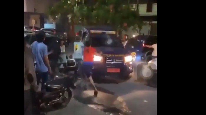 Sekelompok orang tak dikenal (OTK), melakukan penyerangan terhadap petugas dan mobil dinas Kanwil Direktorat Jenderal Bea Cukai Provinsi Riau, Senin (19/4/2021) malam tadi.