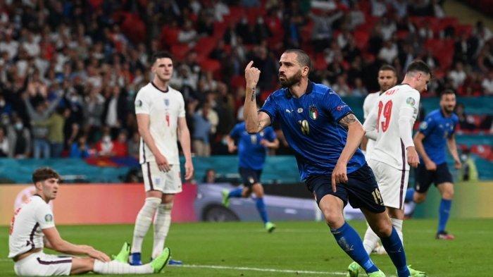 Selebrasi Leonardo Bonucci usai mencetak gol pertama tim selama pertandingan sepak bola final UEFA EURO 2020 antara Italia dan Inggris di Stadion Wembley di London pada 11 Juli 2021.
