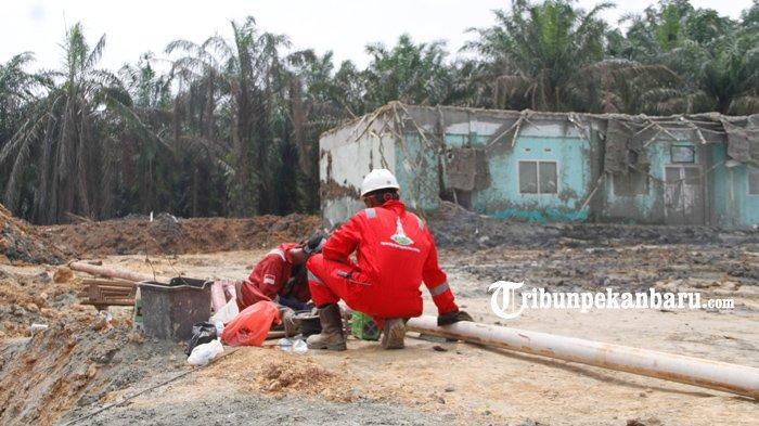 Kondisi tempat semburan gas bercampur lumpur di Pondok Pesantren Al-Ihsan, Kota Pekanbaru, Senin (15/2/2021).