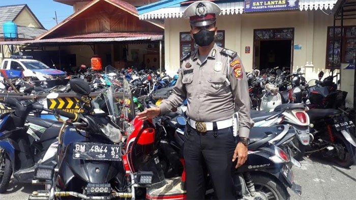 Pacu Motor dengan Kecepatan Tinggi, 2 Pemotor Pengawal Liar Ambulance di Pekanbaru Diamankan Polisi