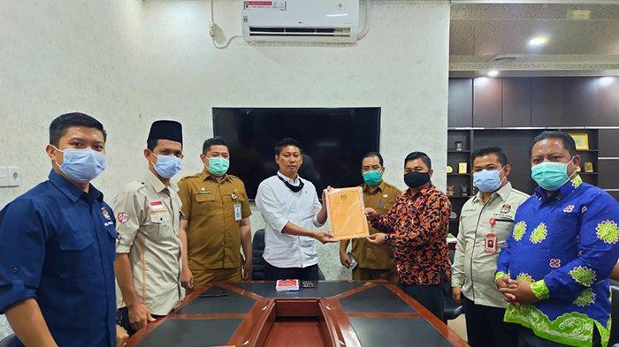 KPU Serahkan SK Penetapan Bupati dan Wakil Bupati Pelalawan Terpilih ke DPRD, Kapan Pelantikan?