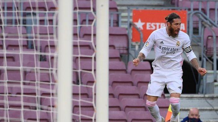 Sergio Ramos saat merayakan gol penalti ke gawang Barcelona pada laga El Clasico di Stadion Camp Nou pada 24 Oktober 2020. Kini ia dikabarkan akan pindah ke Liga Inggris.