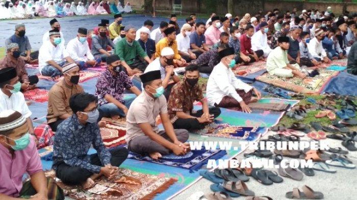 Lurah di Tenayan Raya Akan Beri Sanksi Warga yang Selenggarakan Sholat Id di Mesjid dan Lapangan