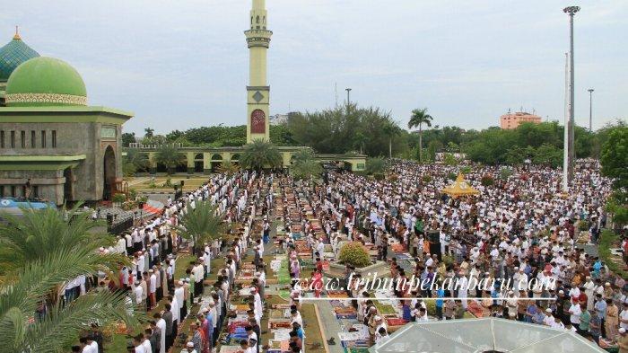 Tata Cara Sholat Idul Fitri di Rumah, Sendiri-Berjamaah, Pakai Khutbah-Tanpa Khutbah di Zona Merah