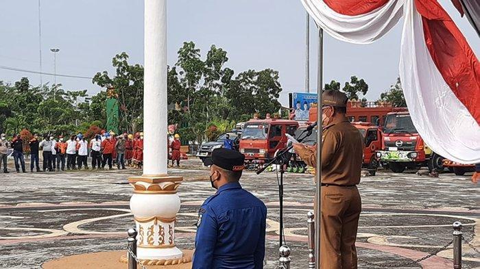 Apel Kesiapsiagaan Personil dan Peralatan menanggulangi Karhutla di halaman kantor Bupati Pelalawan, Selasa (23/02/2021).