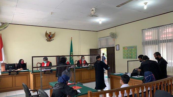 Urus Paspor Dipatok Rp1,7 Juta Paket VIP, 2 Oknum Pegawai Imigrasi Pekanbaru Jalani Sidang Perdana