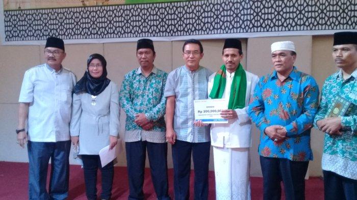 Manajemen Sinarmas Group Dumai Salurkan Bantuan Rp 200 Juta Kepada Pesantren Al Amin