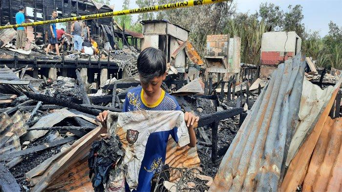 Pasca Kebakaran di Dumai, Selain Bergotong-royong Warga Juga Mencari Barang yang Masih Berguna