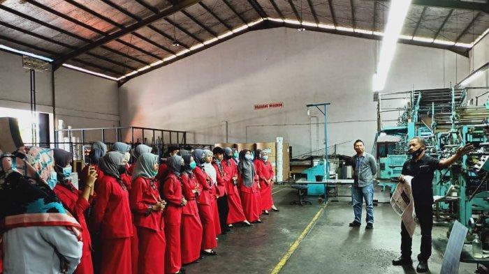 60 Siswa SMK Bina Profesi Sambangi Tribun Pekanbaru, Ikuti Pelatihan Singkat Jurnalistik