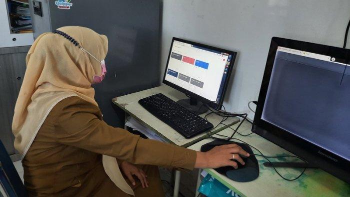 SMAN 15 Pekanbaru Ujian Secara Daring, Potret Hari Pertama Ujian Semester Siswa SMA di Pekanbaru