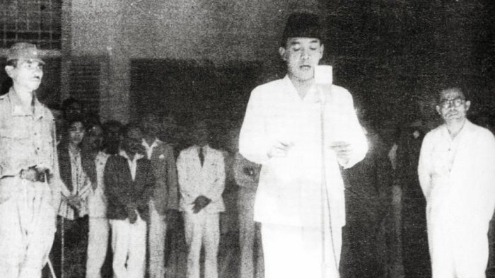 Inilah Isi Teks Proklamasi 17 Agustus 1945 yang Dibaca Ir Soekarno didampingi Mohammad Hatta