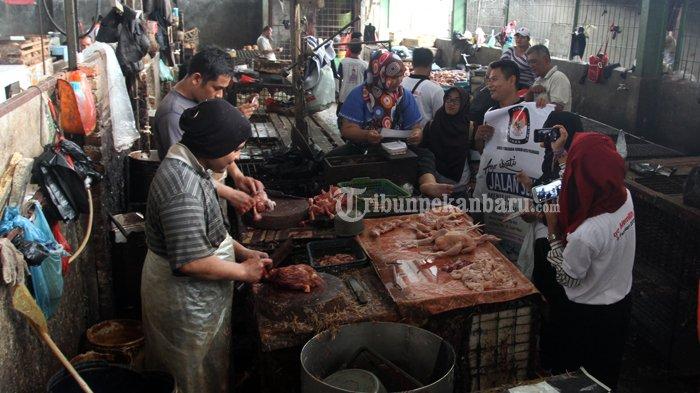 FOTO : Sosialisasi Pilwako di Pasar Pagi Arengka Pekanbaru - sosialisasi-kpu-ke-pasar-ok_20170127_140458.jpg