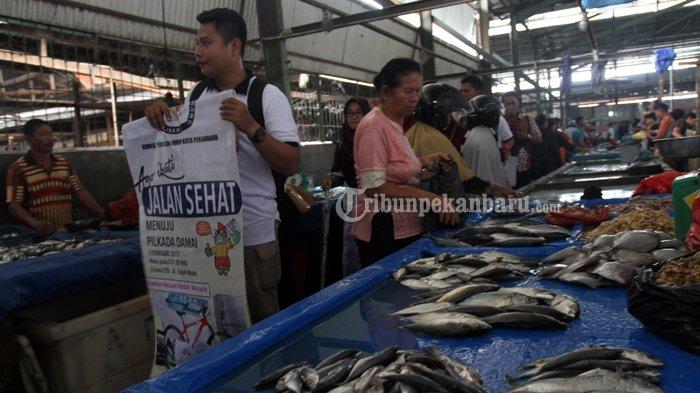 FOTO : Sosialisasi Pilwako di Pasar Pagi Arengka Pekanbaru - sosialisasi-kpu-ke-pasar-okee_20170127_140628.jpg