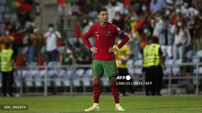 Pemain depan Portugal Cristiano Ronaldo bereaksi setelah pertandingan sepak bola babak kualifikasi grup A Piala Dunia FIFA Qatar 2022 Eropa antara Portugal dan Republik Irlandia di stadion Algarve di Loule, dekat Faro, Portugal selatan, pada 1 September 2021.
