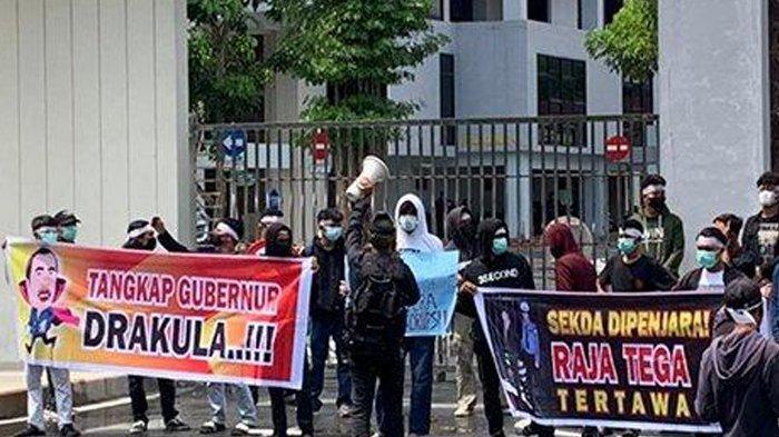 Spanduk Gubernur DRAKULA Berbuntut Panjang, Syamsuar Lapor Polisi, Kordum Aksi: Gubernur Anti Kritik