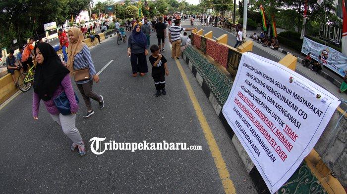 FOTO: Spanduk Sosialisasi Keselamatan Beraktifitas di Atas Flyover Pekanbaru - spanduk-sosialisasi-keselamatan-pejalan-kaki-di-flyover_20180805_133611.jpg