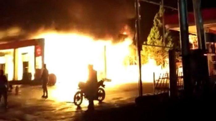 SPBU Gadut Bukittinggi Sumbar Terbakar Malam Ini, Kapolres Bukittinggi Meluncur ke Lokasi