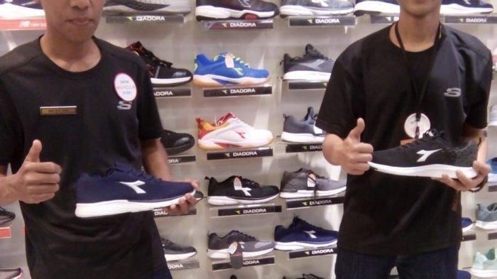 Adaptar Lima ley  Sport Station Berikan Harga Khusus untuk Sepatu Skechers - Tribun Pekanbaru