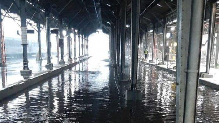 Banjir Jateng, Kereta Api Tak Bisa Lewat, Rel Terendam Banjir