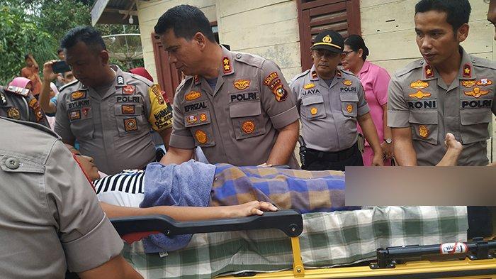 STORY - Sebelah Kakinya Membusuk Pasca Kecelakaan, Pengobatan Nuri Dibantu Kapolres Inhu