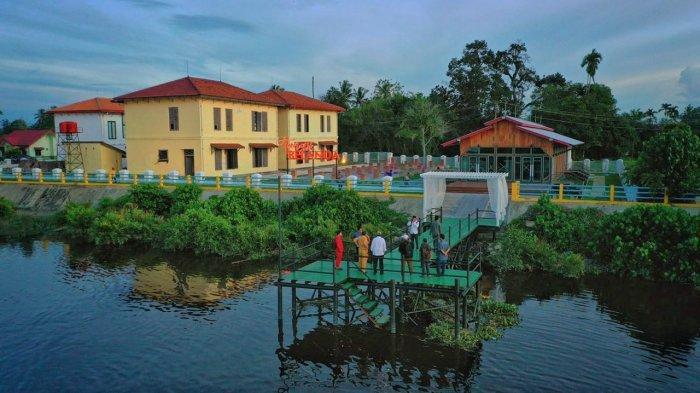 Tangsi Belanda di tepian sungai Siak, Kecamatan Mempura, menjadi destinasi wisata baru setelah pengerjaan revitalisasi dan landscape rampung, Desember 2019 ini.