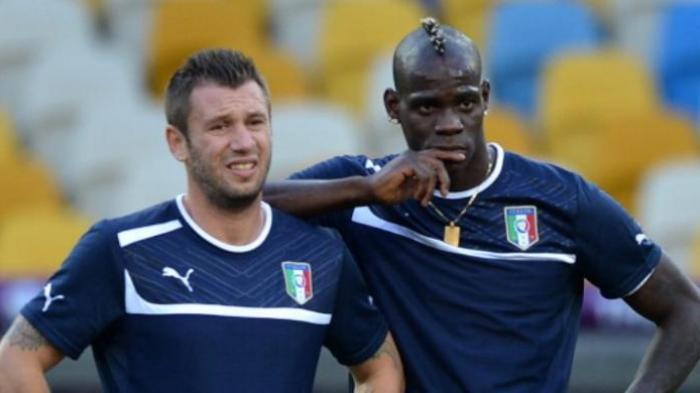 Striker tim nasional Italia, Antonio Cassano (kiri) dan Mario Balotelli (kanan).