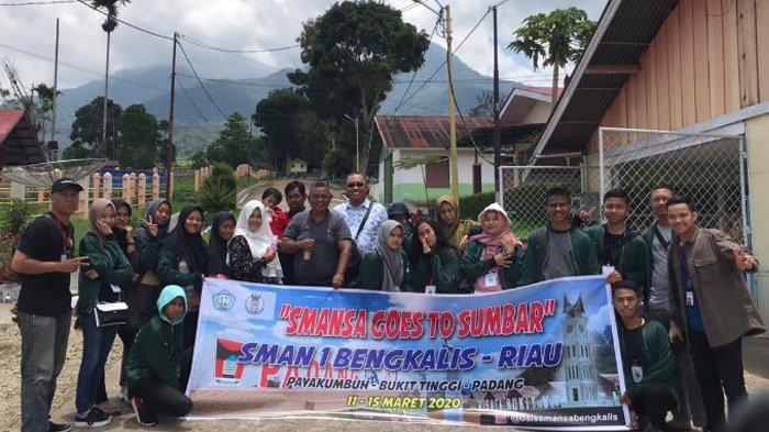 OSIS Smansa Bengkalis Kunjungi Balai Pembibitan Ternak Unggul Hijauan Pakan Ternak Padang Mangatas