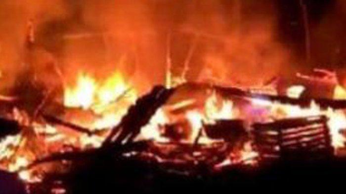 Suami Bakar Istri di Dumai, Korban Sedang Tidur, Adik Korban Berharap Pelaku Dihukum Berat. Foto: Ilustrasi api membakar