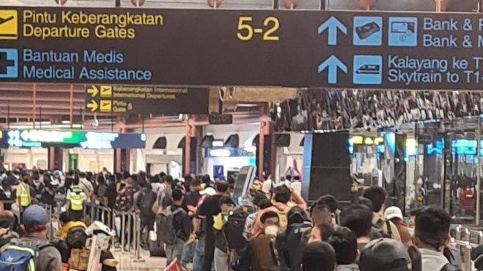 Belasan Ribu WNA Kabur Dari Indonesia Untuk Selamatkan Diri, Takut Mati Karena Covid-19