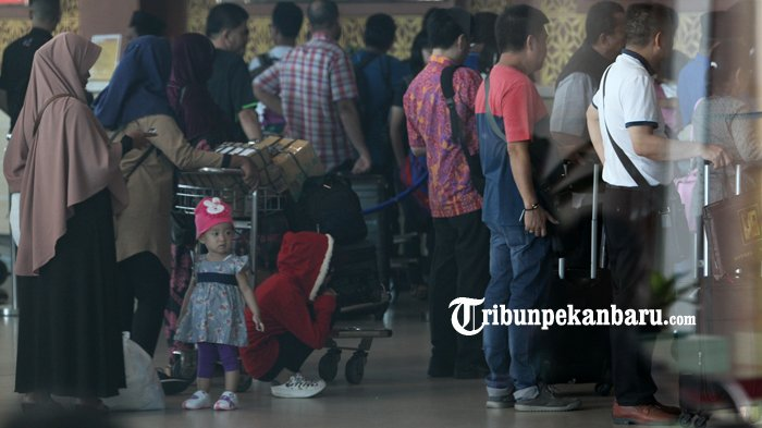 Hari Ini Puncak Arus Mudik di Bandara SSK II Pekanbaru. Penumpang Dilarang Bercanda Soal Bom