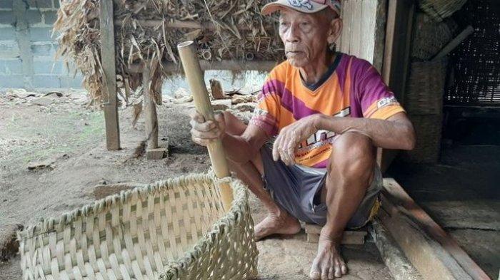 Kisah Sukijan, Pahlawan yang Menyambung Hidup dengan Membuat Anyaman Bambu