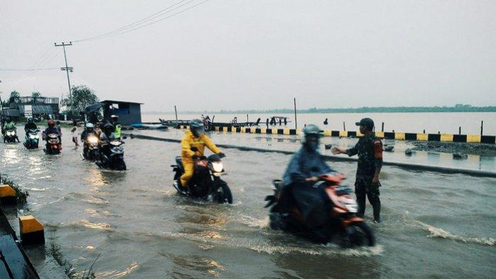 WASPADA, Pintu Air Waduk PLTA Koto Panjang Dibuka, Sungai Indragiri Meluap, Pasir Pangaraian Banjir