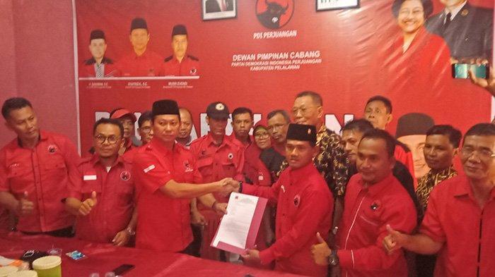 Mantan Wakil Ketua Mendaftar, Mantan Ketua DPRD Pelalawan Riau Kembalikan Formulir ke PDIP