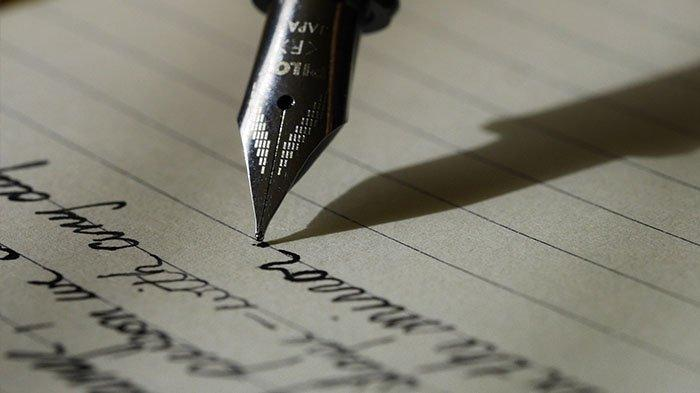 Bikin Haru, Tukang Pos Selamatkan Surat Misterius, Ternyata Ini Sosok Penulisnya