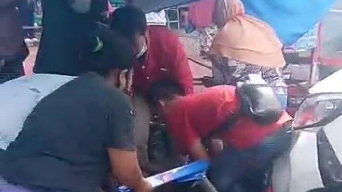 Kecelakaan Depan RSUD Arifin Achmad Pekanbaru, Warung Kaki Lima Kena Tabrak, Makanan Berhamburan