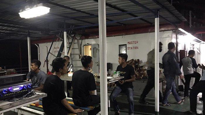 Gelar Pesta Miras di Atas Kapal,15 Orang Diamankan Polisi, Satu Positif Narkoba,Satu Reaktif Corona
