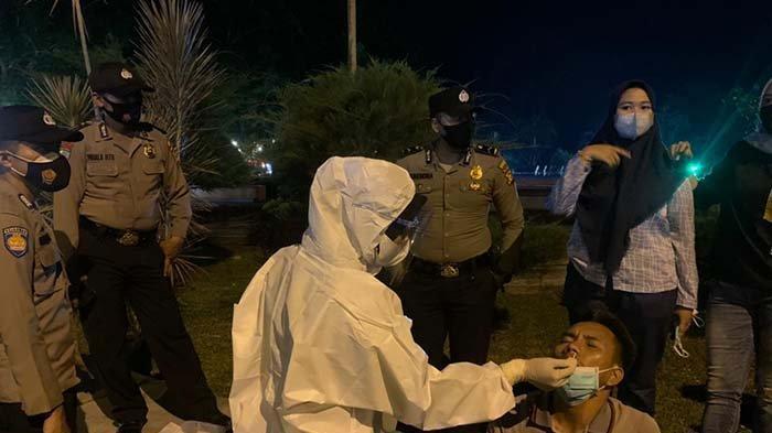 Malam-malam Asik Nongkrong Ogah Pakai Masker Didatangi Tim Yustisi,Saat Diswab,Eh Ada yang Reaktif