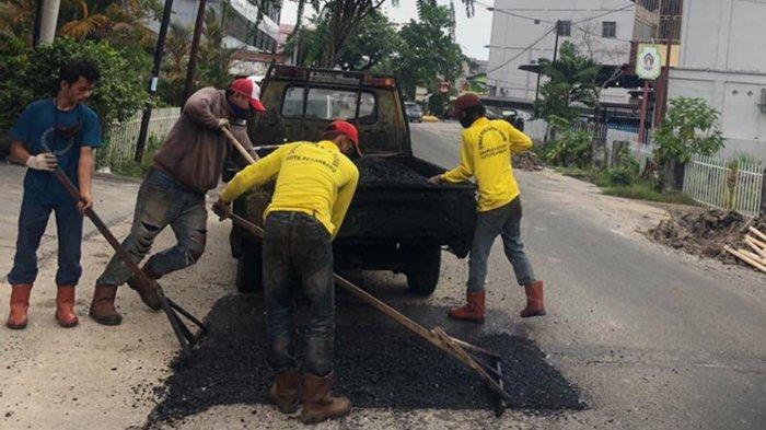 Masih Rusak, Jalan Bekas Proyek Sistem Limbah di Kota Pekanbaru Belum Kunjung Diperbaiki
