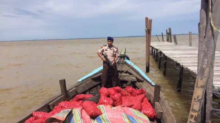 Satpolair Polres Bengkalis Tangkap Ratusan Karung Barang Ilegal