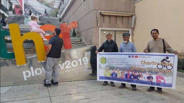 Tasman dan Joko Kirim Salam Sumpah Pemuda dari Sofia Bulgaria, Lanjutkan Bersepeda Menuju Turki