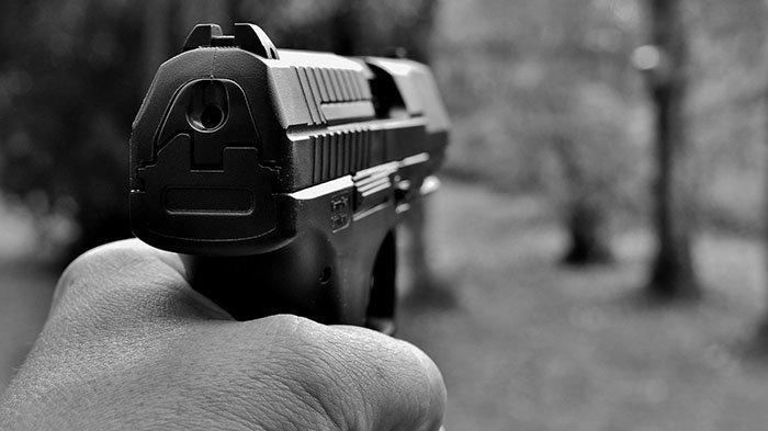 Merasa Ditipu Belanja Online, Pria Ini Marah Besar, Kurir Pengantar Barang Ditodong Pakai Pistol