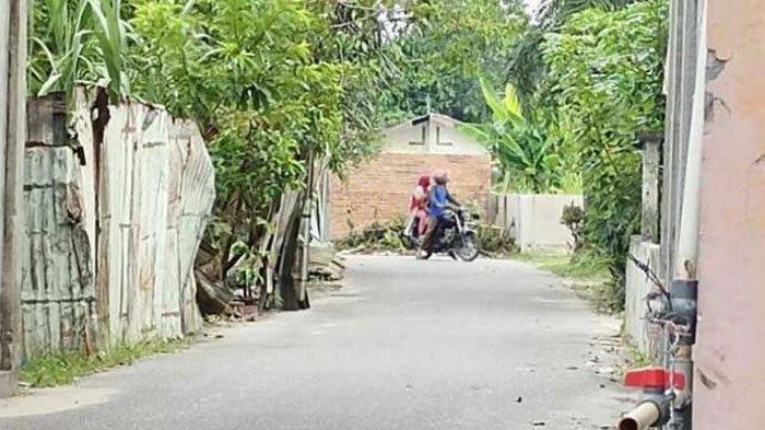 Tembok  yang dibangun menutup satu akses Jalan Kartama ke Jalan Kaharuddin Nasution