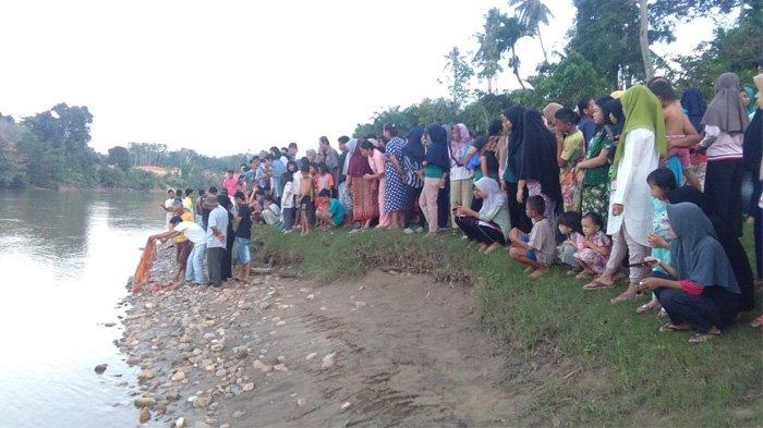 Mayat Bayi Perempuan dalam Kresek Merah yang Ditemukan di Sungai Kuantan Kuansing Diautopsi