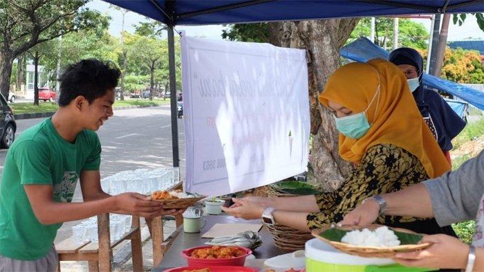 Aktifitas di Dapur Ikhlas Pekanbaru yang hadir setiap Jumat di depan Tik Tok Creative Hub Jalan Arifin Ahmad Pekanbaru.