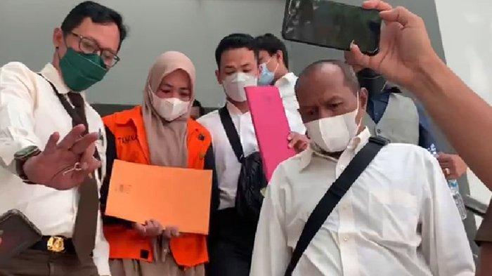 Tenteng Map Kuning, Donna Fitria Susul Mantan Sekdaprov Riau Yan Prana Jaya ke Penjara