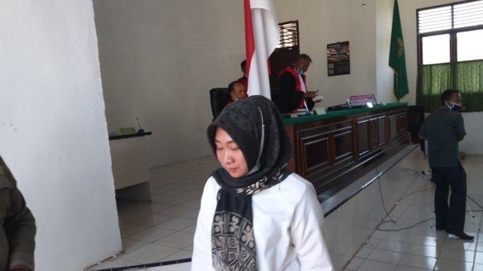 Kemplang Uang Nasabah Rp 7 M Lebih, Mantan Karyawati Bank Cantik Ini Dituntut 46 Bulan Penjara