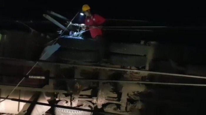 PLN Sigap Pulihkan Pasokan Listrik Akibat Tiang Listrik Tumbang Tertabrak Truk