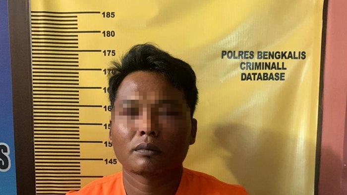 Tak Sadar Diintai,Saat Digeruduk Polisi,Pria Ini Buang Sesuatu ke Tanah,Dipungut Polisi yang Jeli